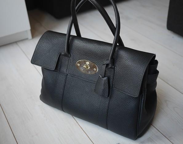 b775411aede Mijn nieuwe collega. Ik zie dit echt als een tas voor elke dag, voor naar  afspraken, op reis – alles kan er in wat ik er in ...