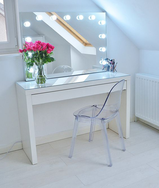 Goed make up licht in je interieur cynthia for Beauty parlour dressing table images